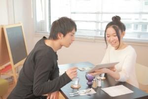 喫茶店でのカップル